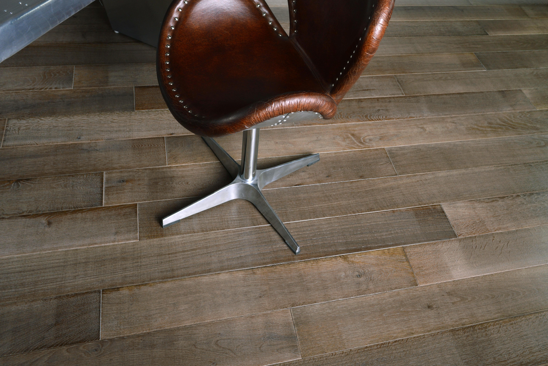 krzesło, drewniane podłogi