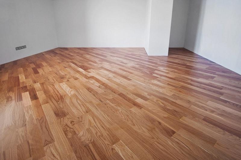 Zalety użytkowe podłogi z drewna